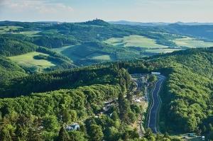 03-Nordschleife-Luftaufnahme-02-7E16020-Copyright-Robert-Kah-Nuerburgring