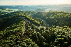 04-Nordschleife-Luftaufnahme-03-7E16135-Copyright-Robert-Kah-Nuerburgring
